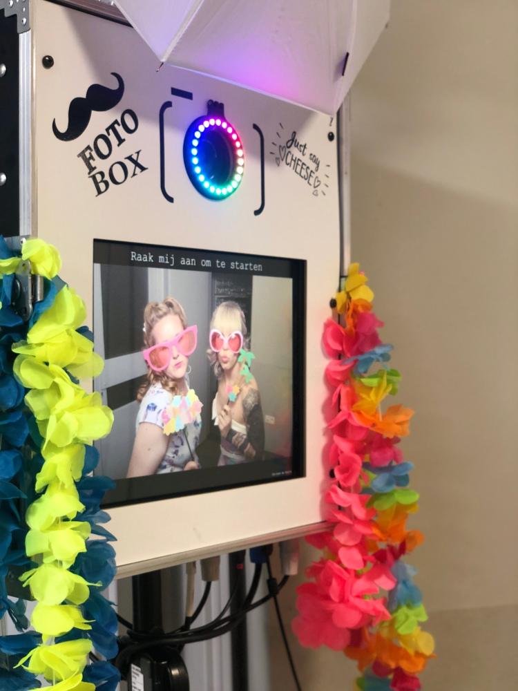 Photobooth in witte kleur met DSLR Camera van Canon